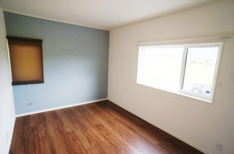 淡いブルーの子ども部屋。 お洒落に、集中力UPに。