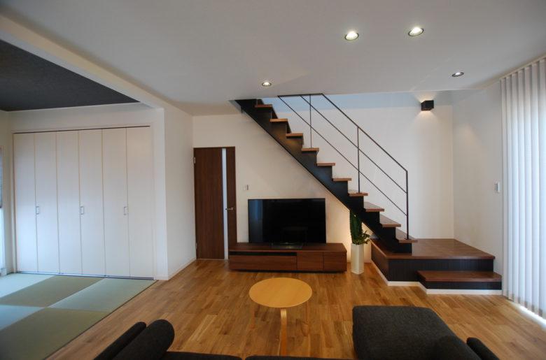 リビングと和室を一体化した開放感のある間取り。