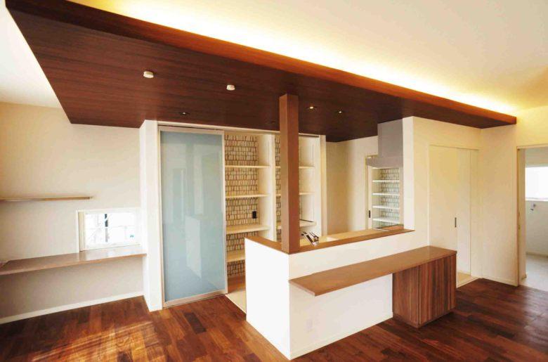 空間に変化を与える下がり天井。LDKをより豊かに魅せてくれる。