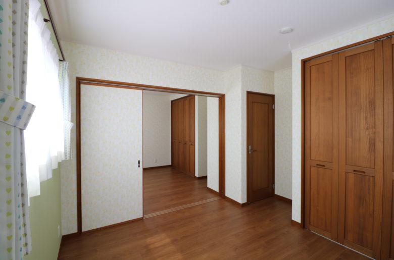 子供部屋は引き違い戸で独立できるように工夫を。 生活スタイルの変化に伴い、開放して広く使うことも可能。