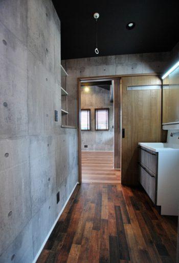 デザインだけではなく、機能性も重視。洗面脱衣室に室内物干しを設置して洗う・干すを最短動線で。