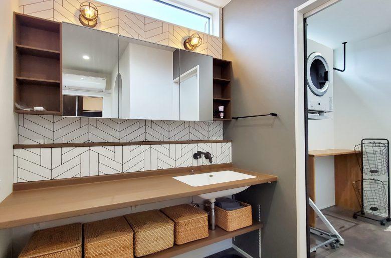 造作洗面化粧台。デザインと収納を兼ね備えて。