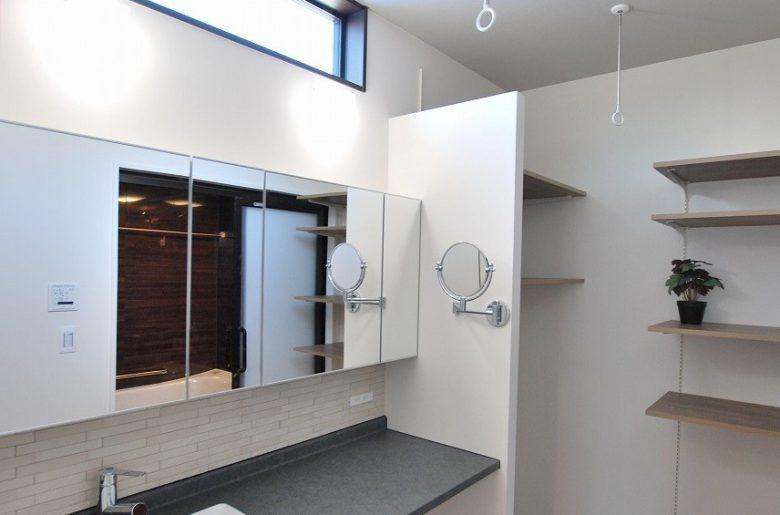 使い勝手とデザインを兼ね備えた造作洗面。